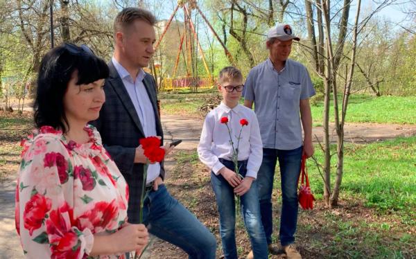 Кировские журналисты возложили цветы к памятнику коллегам-фронтовикам