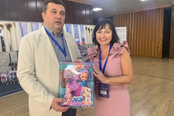 Руководство СЖР и известные журналисты стали обладателями сувениров из Кирова